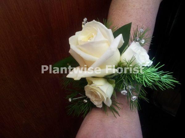 3a Fresh Three White Roses Wrist Corsage On Diamante Bracelet